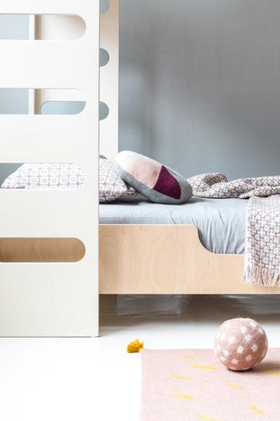 Rafa-kids F&A bed whitewash with felt ball
