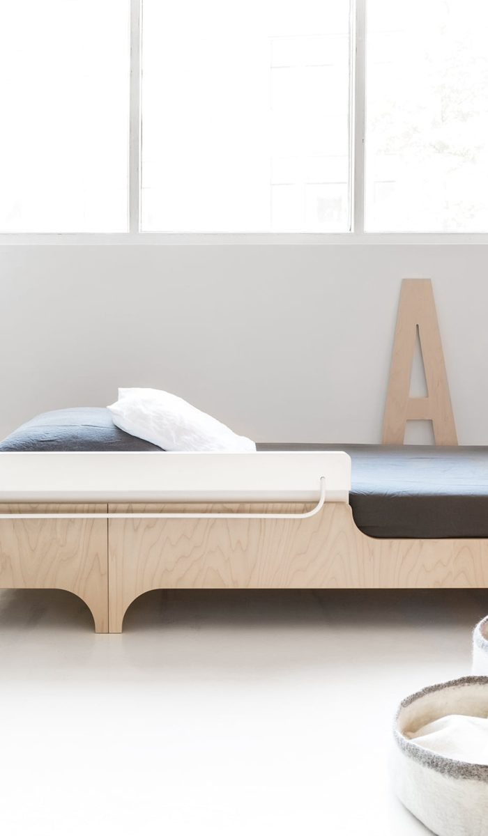 A perfect solution for the little ones as well as for the kids that like to roll and twist while sleeping. An additional great function of the bed rail is a pocket for favourite books and a metal rod for magnets and toys.