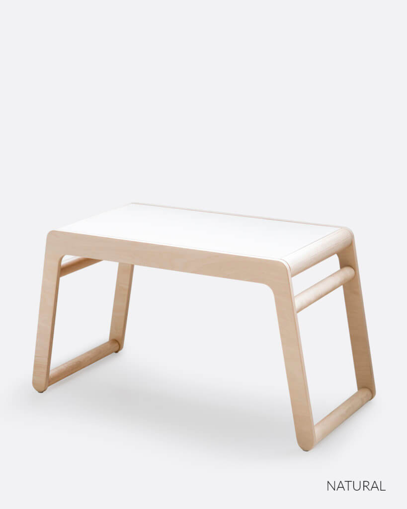 Wooden table with white top for toddlers en pre-schoolers